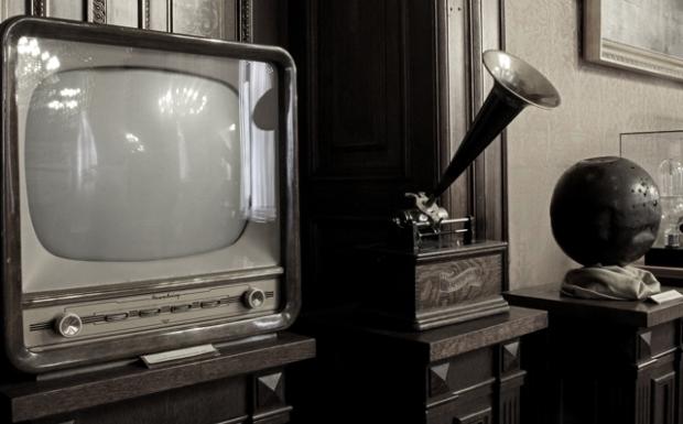 Munkácsy televízió, gramofon, villámhárító