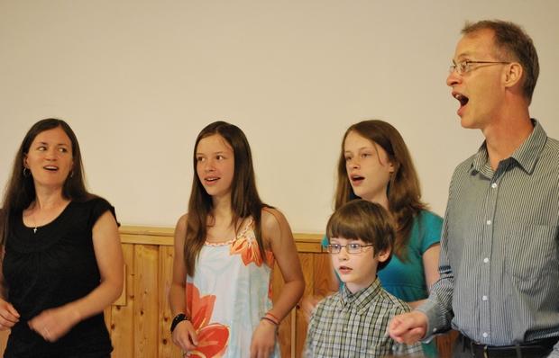 A Wilson család egy énekkel kedveskedett gyülekezetünknek