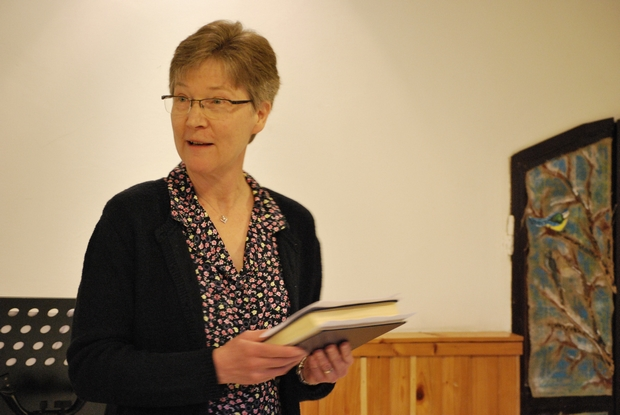 Katie vezette be az istentiszteletet, bizonyságot téve a feltámadásról.