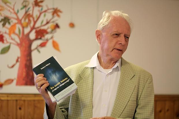 """Komesz Mátyás: És szólt Isten: """"Legyen világosság!""""  c. könyvével"""