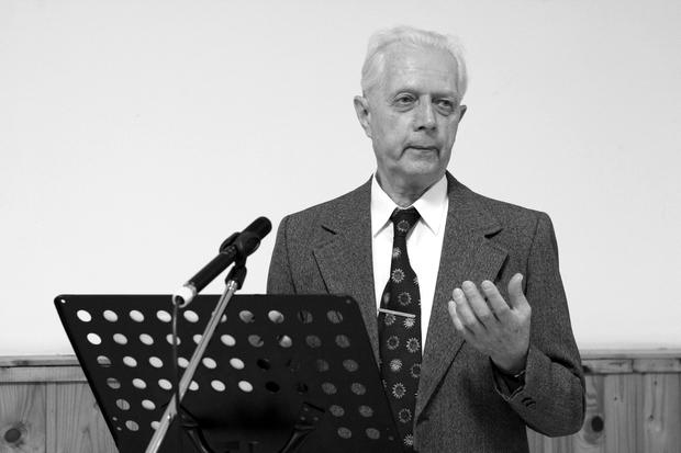 Matyi bácsi eredeti nyelven tanulmányozza az Ószövetséget, sőt fordítja is