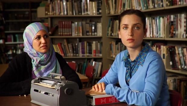 A film a muszlim Nasira és az ortodox zsidó Rochel barátságát, két kultúra találkozásást mutatja be